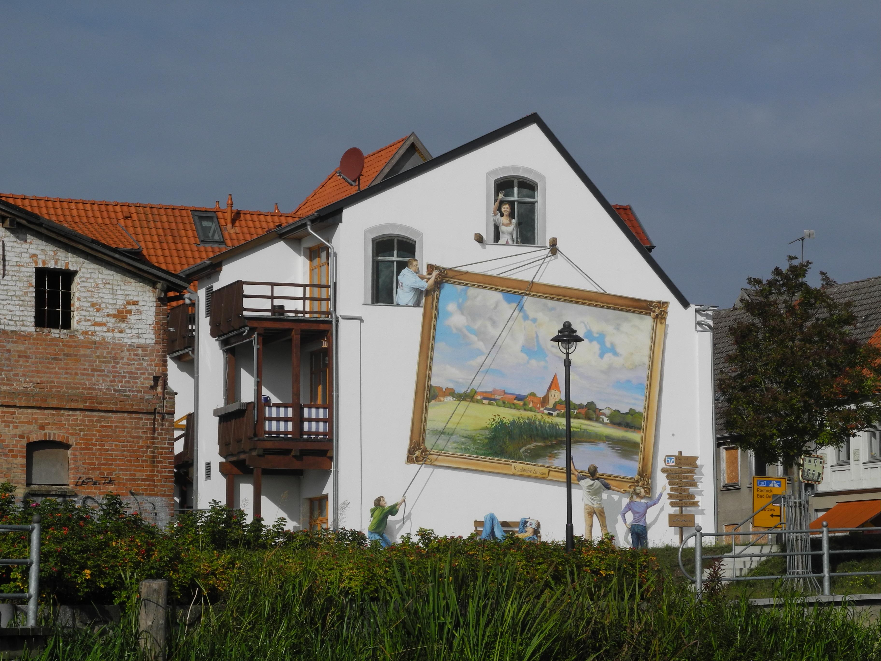 Hauswand an der schwaaner Strassenbrücke